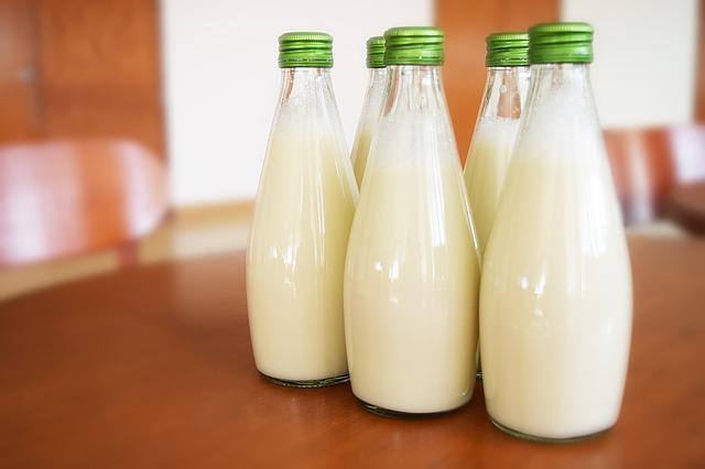 lahve s mlékem