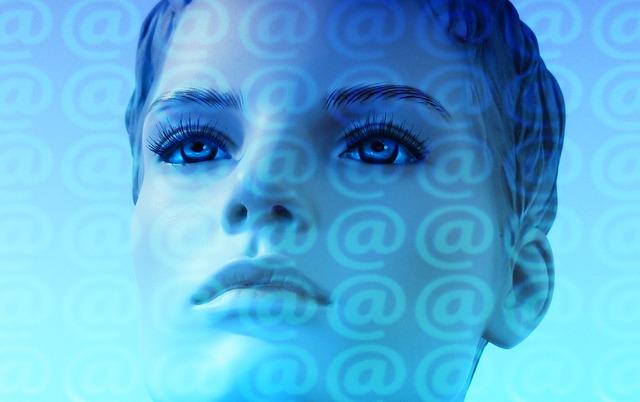 žena na internetu
