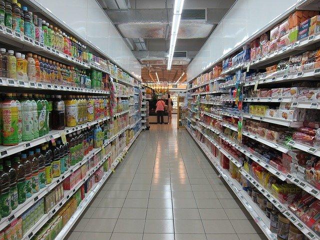 ulička v obchodě s potravinami