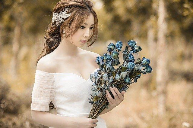 nevěsta a modré růže.jpg
