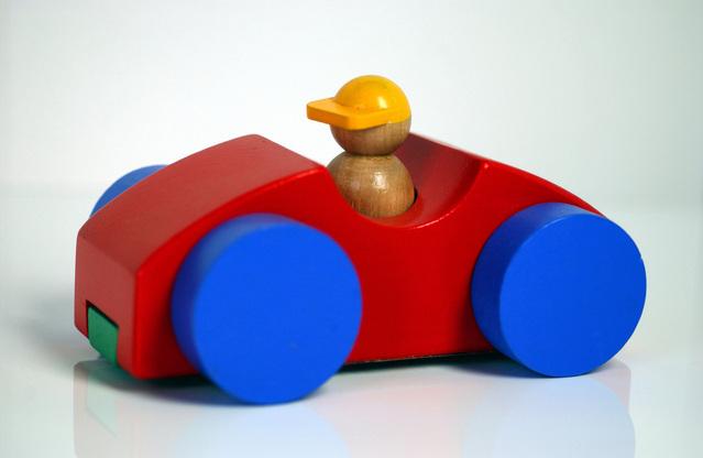 dřevěné autíčko.jpg