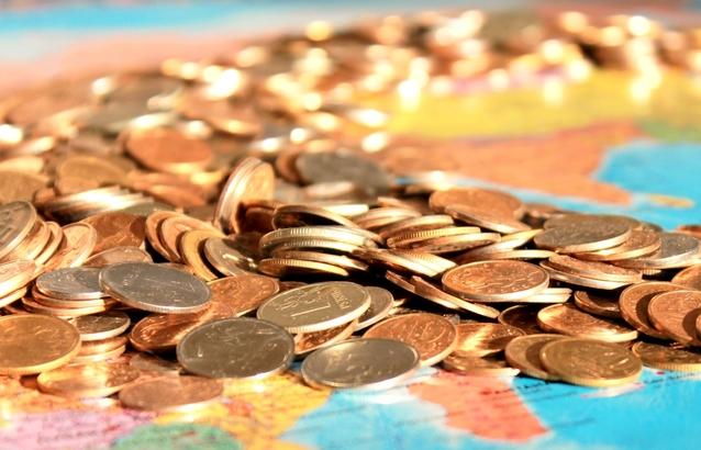 kopa mincí ilustrující život skromně