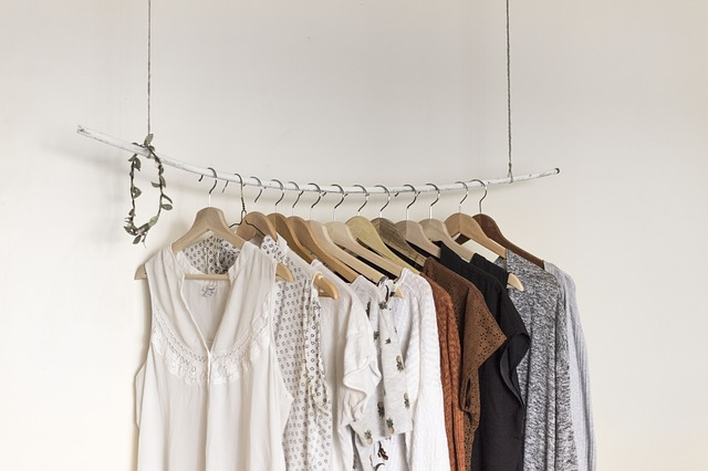 šaty na ramínkách