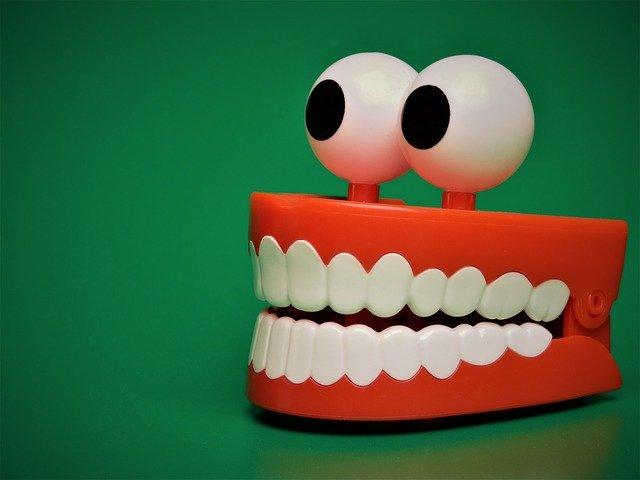 hračka zuby
